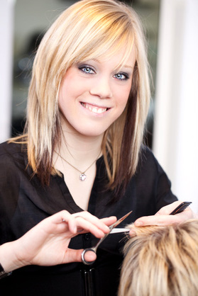 Ausbildung zum Friseur in den Life Haarstudios Magdeburg